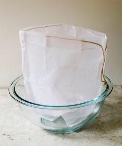 tui loc sua hat 250x300 - Cách làm nước cốt dừa tại nhà